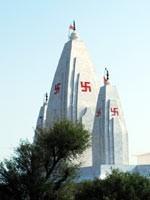 Свастика на индуистском храме