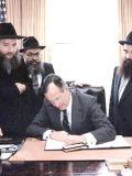 ЦРУшник Буш-старший тоже что подписывает хабадникам