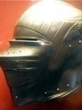 Рис.1. На шлеме видна «рояльная петля», изобретённая в 19 веке...