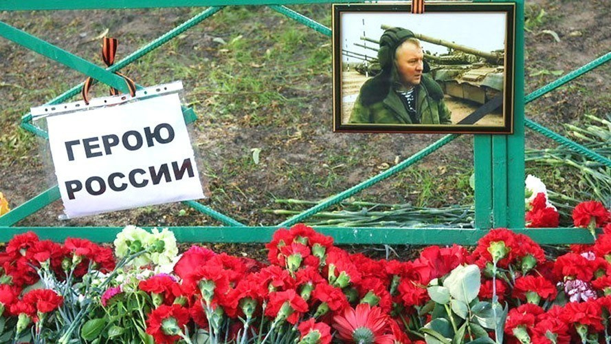 Холуи иудо-демократов убивают русских офицеров