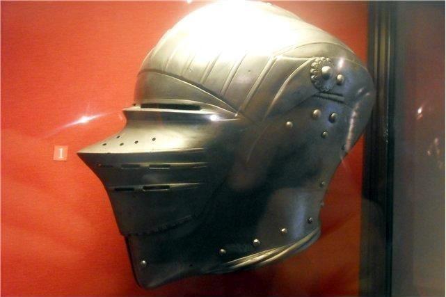 На шлеме видна «рояльная