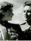 Герои Советского Союза командир эскадрильи Мария Смирнова и штурман Татьяна Сумарокова.jpg