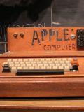 Первый персональный компьютер Apple выглядел так…