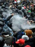 Нанятые боевики атакуют милицию в Киеве, декабрь 2013 г.