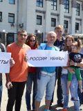 Киевские возмущенцы перед нападением на посольство России