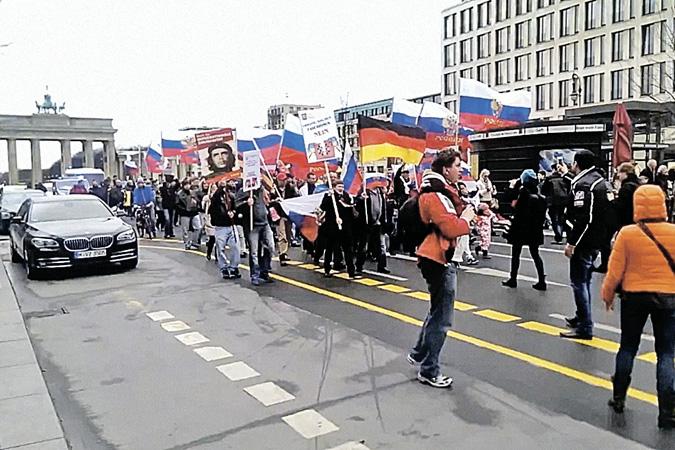Немцы протестуют против очернения России и против лжи СМИ