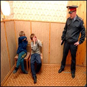 У должников ЖКХ в России отбирают детей