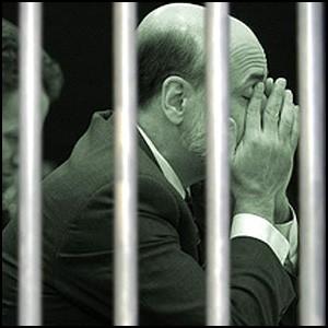 Банкиры должны сидеть в тюрьме!