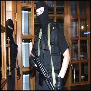 А к вам гости в масках… в чёрных