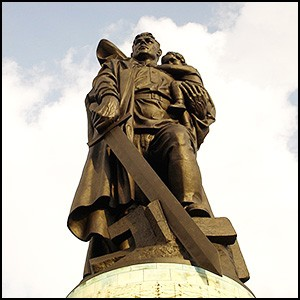 Сионистская мафия развернула кампанию по демонизации советских солдат