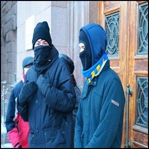 Мэрию в Николаеве защитили четверо парней