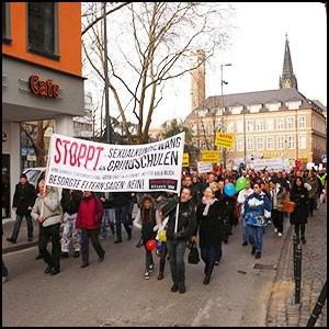 Германия: протест против растления детей