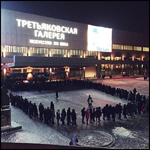 NYT очередь на выставку в Москве попыталась представить очередью за хлебом