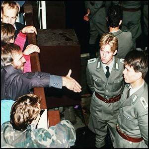 ГДР была ограблена и превращена в колонию ФРГ