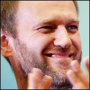 Навальный хвалит Клинтон, а та прикрывает Навального