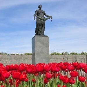 В блокаде заводы Ленинграда работали