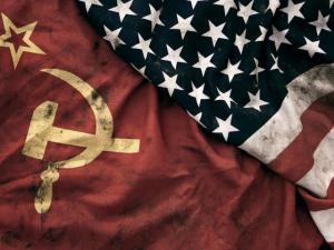 СССР сильно уступал объединённому Западу?