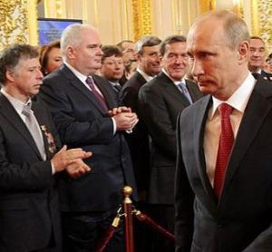 Почему Путин бережёт российскую элиту и не устраивает массовые чистки?