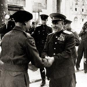 Иосиф Виссарионович Сталин не поверил в смерть Адольфа Гитлера, Смерш икал труп Гитлера