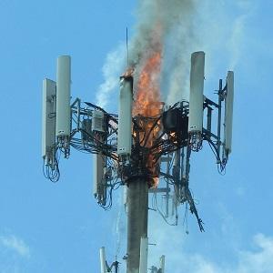 Кто и зачем поджигает вышки 5G в Британии?