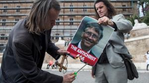 Репутация Билла Гейтса трещит по швам, его обвиняют в педофилии