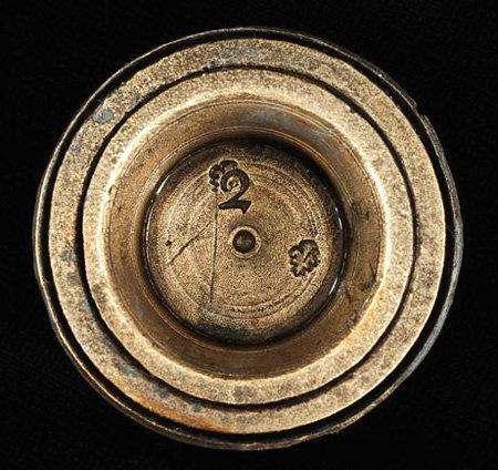 8. Пиратское золото «Черной бороды»Старинный меч, маленькие слитки золота и монету нашли среди остатков корабля в Северной Каролине, США. Исследования подтвердили, что сокровища и корабль были собственностью пирата по имени «Черная борода».