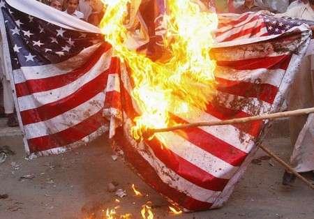 Паразит США вынужден жрать себя, потому что другие уже не даются