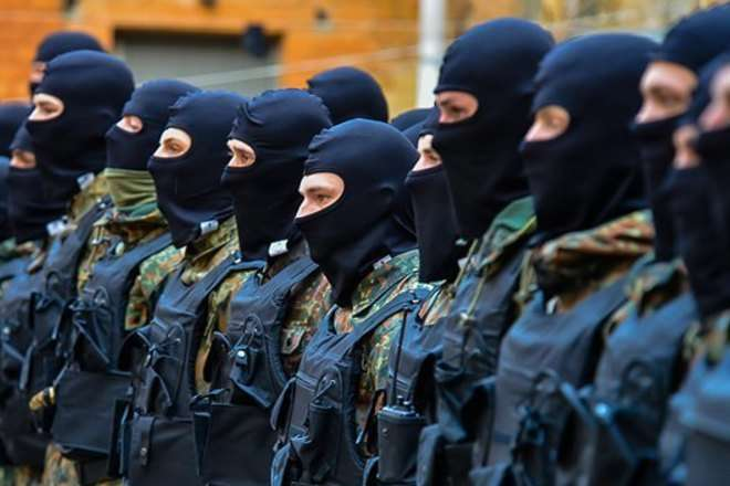 Пир черновицких гиен: Яценюк сцепился с Порошенко за контроль над спиртом