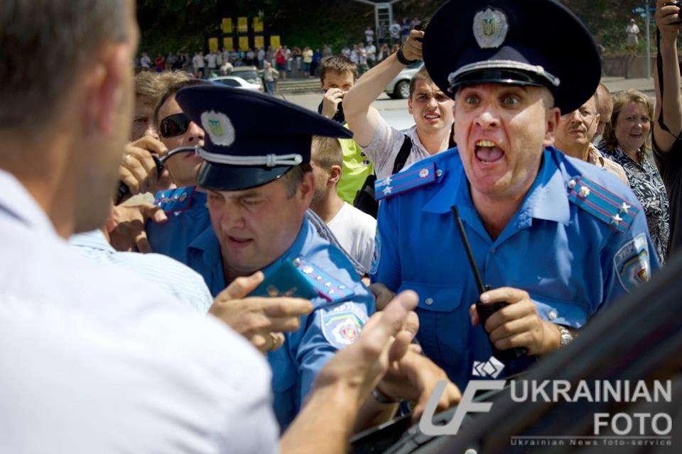 СБУ на Волыни задержала полицейского, систематически вымогавшего взятки за выдачу разрешений на приобретение и регистрацию охотничьего оружия - Цензор.НЕТ 6687