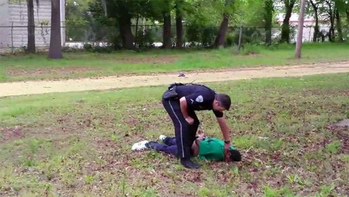 В США полиция стреляет чернокожих в полной безответственности