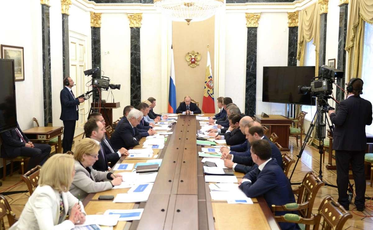 Президент Владимир Путин провёл совещание с членами Правительства