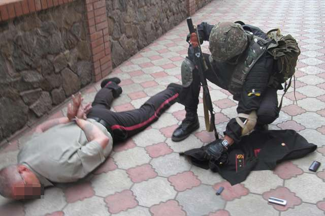 Американская демократия на Украине действует точно как фашисты