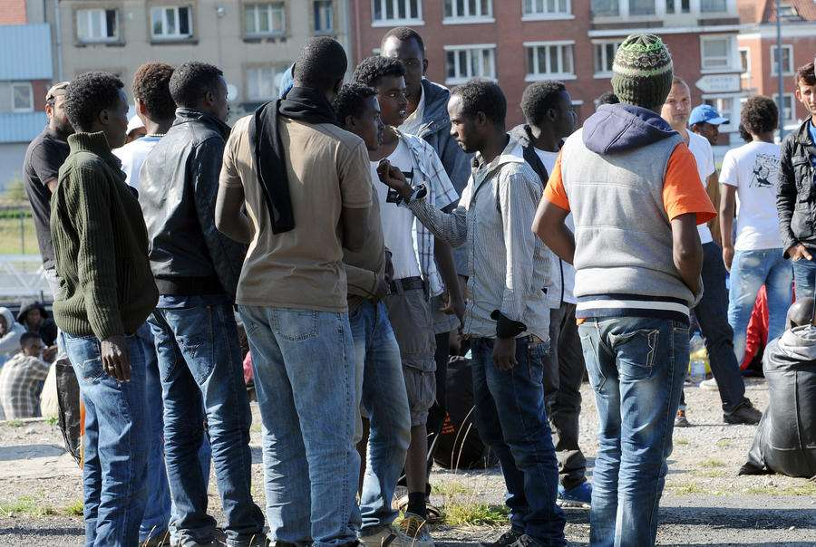 США заставляют Европу принимать беженцев из Азии и Африки
