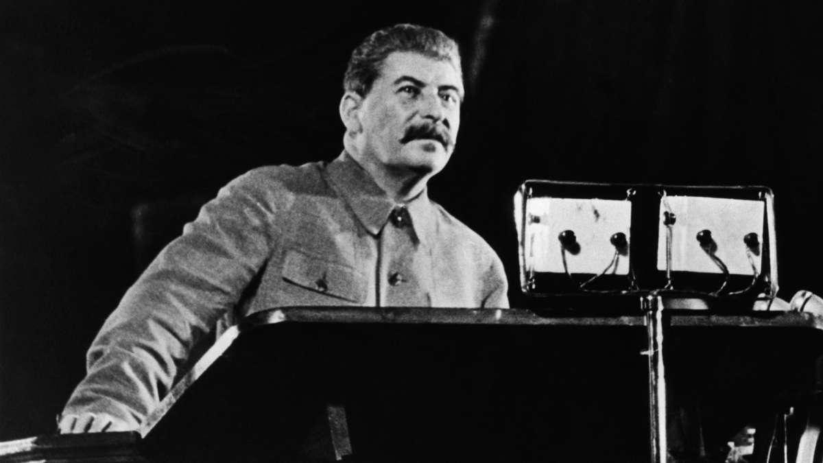 Сталин смог возродить убитую большевиками Россию