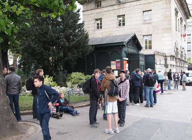 вход в парижские катокомбы