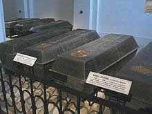 Внутри склепов находятся тлеющие кости, которые соприкасаясь с окружающим воздухом излучают угрозу здоровью людей