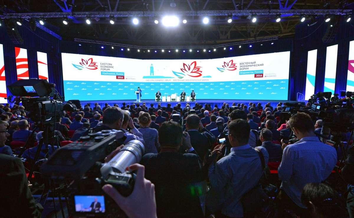 Президент России Владимир Путин выступил на пленарном заседании ВЭФ-2016
