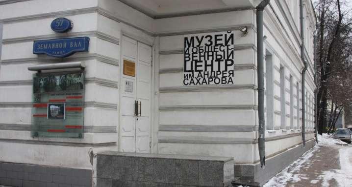 Тявкающих англо-сионистских шавок пора гнать из России
