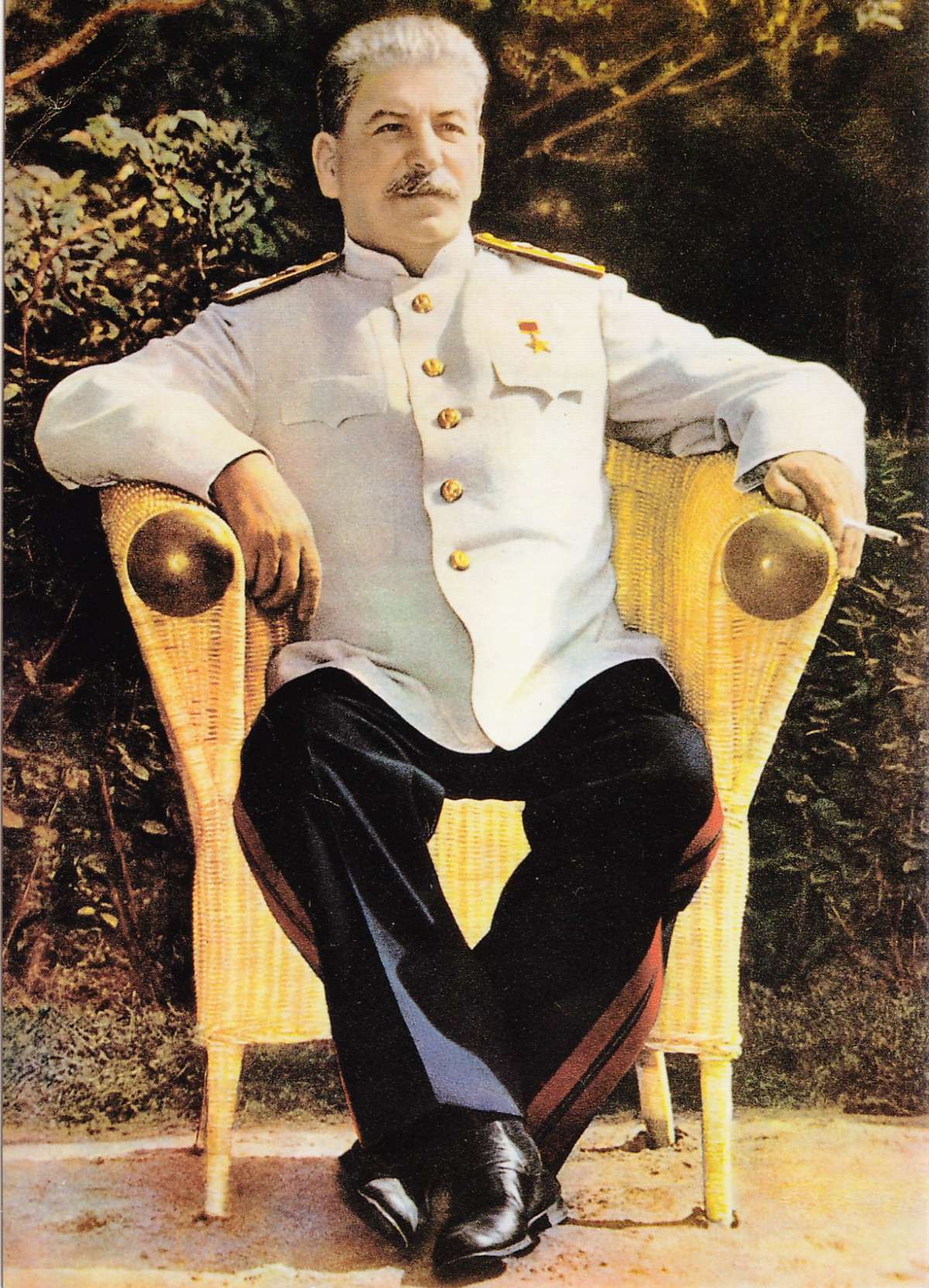 Сталин в ноябре 1927 года разгромил бандитов Троцкого и взял власть в России