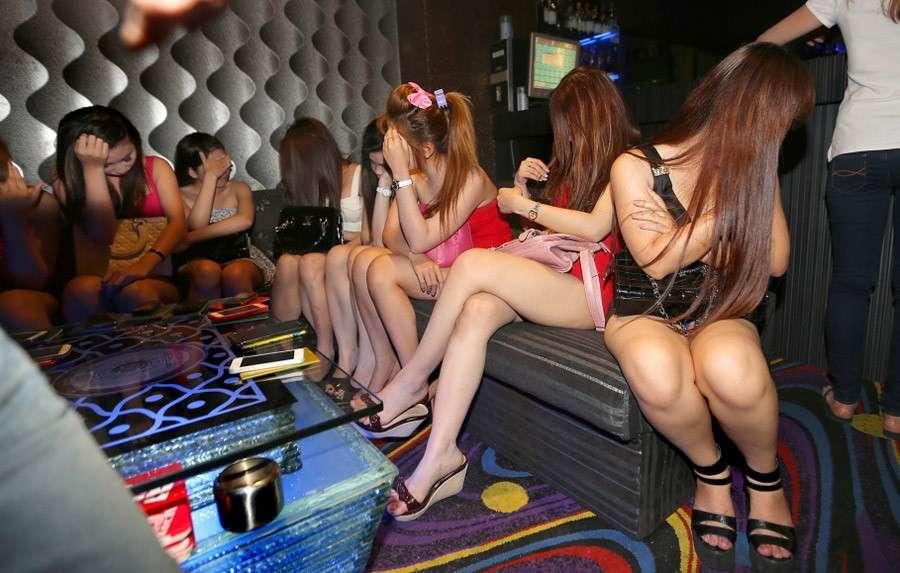Порядочным девушкам и женщинам нельзя работать ни в каких клубах