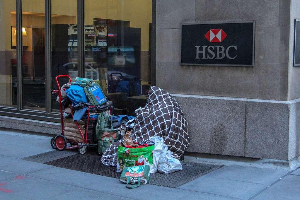 Благотворительность неизбежно порождает халявщиков