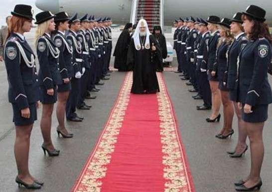Церковная мафия погружает Россию в зловонное, черное болото религиозного мракобесия