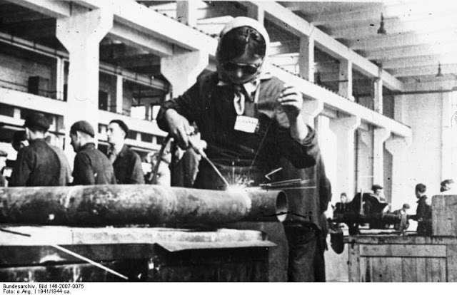 Освенцим как неотъемлемая часть еврейской аферы о холокосте