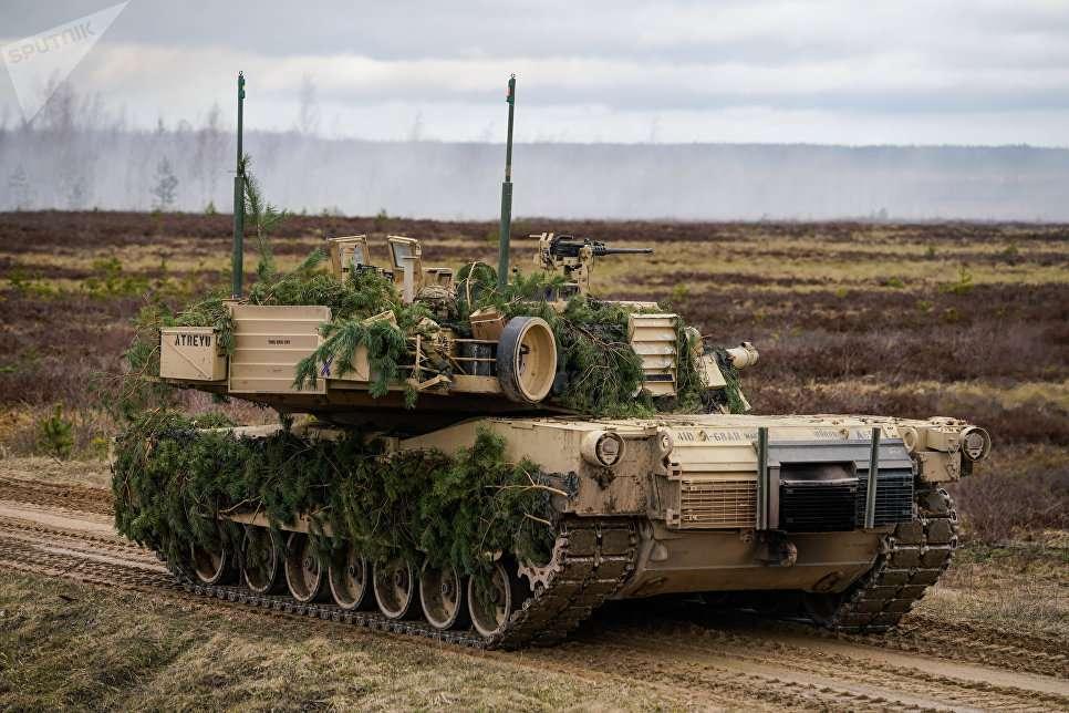 Зачем США вооружает Польшу своими танками, используя мошеннические схемы?
