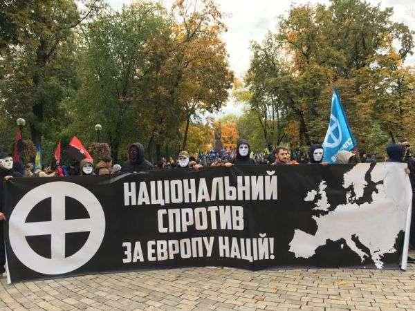 Неонацисты хотят голову Порошенко