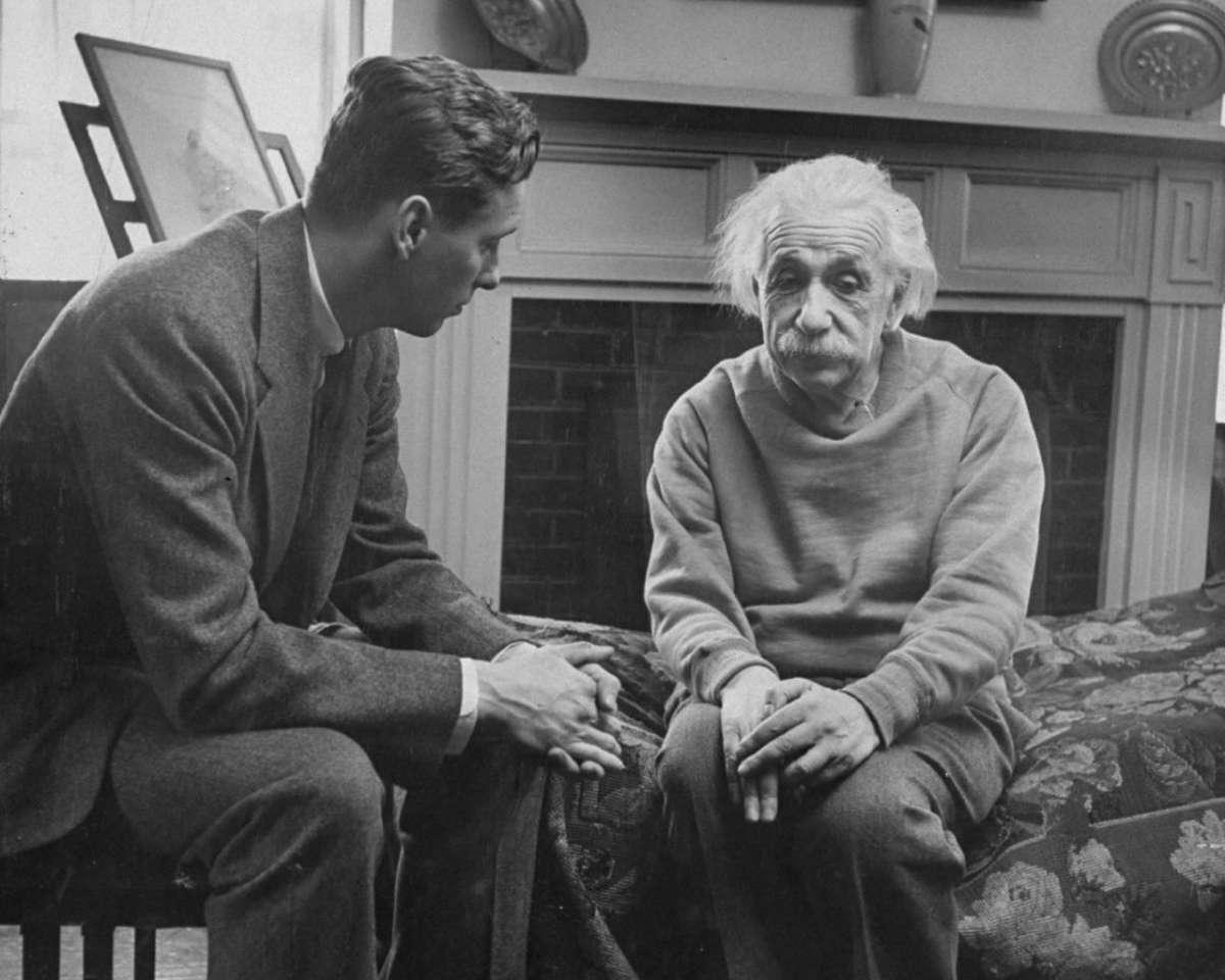 Теория Относительности Эйнштейна оказалась ошибочной