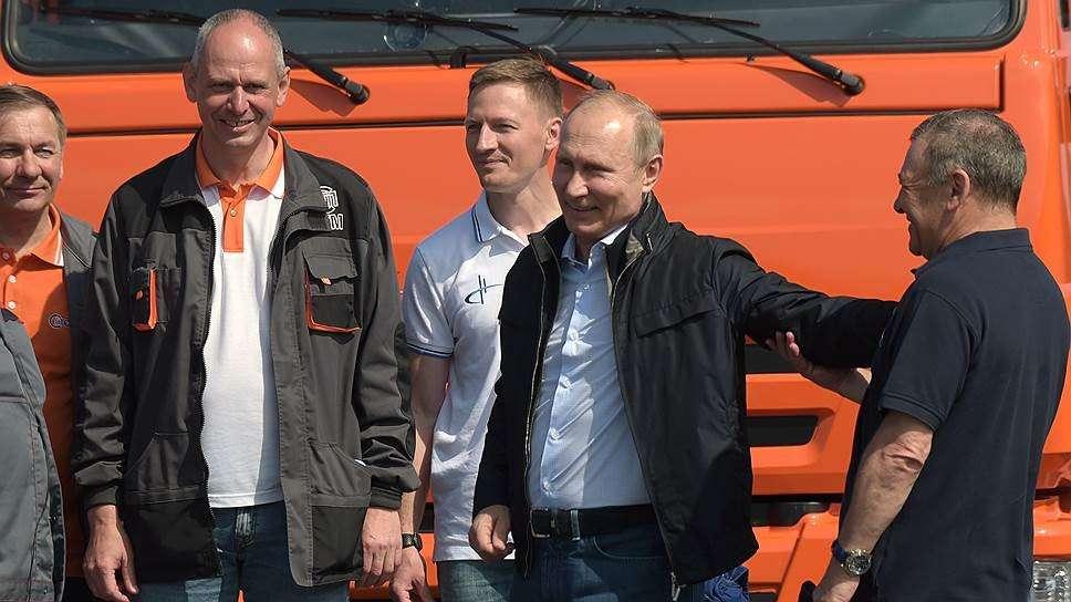 Путин на КамАЗе. В чем скрытый смысл?