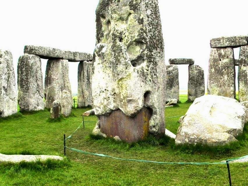 Английские «учёные» недавно построили «древний» Стоунхендж