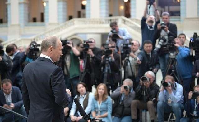 Прямая линия Владимира Путина – перчатка, брошенная глобальным силам влияния