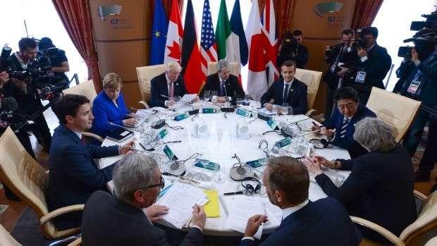 Зачем Трамп зовет Путина в G8?